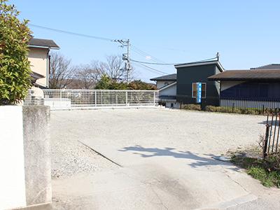 道向かい(砂利)4台